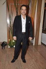 Ravi Behl at Sargun Mehta and Ravi Dubey_s wedding bash in The Club, Mumbai on 13th Dec 2013 (132)_52ad7974bb254.JPG