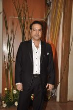 Ravi Behl at Sargun Mehta and Ravi Dubey_s wedding bash in The Club, Mumbai on 13th Dec 2013 (133)_52ad79756765b.JPG