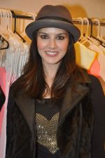 Sunny Leone at Yellow Couture store in Lokhandwala, Mumbai on 16th Dec 2013
