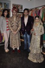 Rafi Mailk, Keerti Nagpure, Riyaz Ganji, Reshma Ganji at Wedding sequence preparations for TV serial Desh Ki Beti Nandini in Riyaz Ganji store, Juhu on 18th Dec 2013 (3_52b2c60b27184.JPG