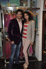 Reshma Ganji, Riyaz Ganji at Wedding sequence preparations for TV serial Desh Ki Beti Nandini in Riyaz Ganji store, Juhu on 18th Dec 2013 (39)_52b2c60d3be6a.JPG