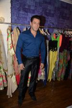 Salman Khan at Bandra 190 store launch in Bandra, Mumbai on 18th 2013 (102)_52b2cdc6cdcce.JPG