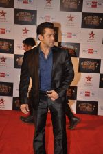 Salman Khan at Big Star Awards red carpet in Andheri, Mumbai on 18th Dec 2013 (3)_52b2d419c0fa7.JPG