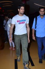 Sidharth Malhotra at Hasee Toh Phasee promotions in Cinemax, Mumbai on 19th Dec 2013 (50)_52b3af01c19ea.JPG