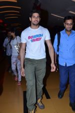 Sidharth Malhotra at Hasee Toh Phasee promotions in Cinemax, Mumbai on 19th Dec 2013 (51)_52b3af0243085.JPG