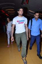 Sidharth Malhotra at Hasee Toh Phasee promotions in Cinemax, Mumbai on 19th Dec 2013 (53)_52b3af037c7e5.JPG