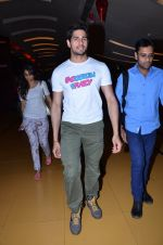 Sidharth Malhotra at Hasee Toh Phasee promotions in Cinemax, Mumbai on 19th Dec 2013 (54)_52b3af03ddffa.JPG