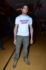 Sidharth Malhotra at Hasee Toh Phasee promotions in Cinemax, Mumbai on 19th Dec 2013 (56)_52b3af04a9fd6.JPG