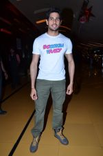 Sidharth Malhotra at Hasee Toh Phasee promotions in Cinemax, Mumbai on 19th Dec 2013 (57)_52b3af0518429.JPG