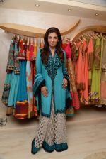 Raveena Tandon at the launch of Dimple Nahar_s 2 Divine lifestyle store in walkeshwar, Mumbai on 20th Dec 2013 (49)_52b5423b0ed30.JPG