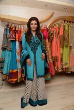 Raveena Tandon at the launch of Dimple Nahar_s 2 Divine lifestyle store in walkeshwar, Mumbai on 20th Dec 2013 (52)_52b5423cce577.JPG