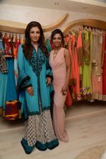 Raveena Tandon at the launch of Dimple Nahar_s 2 Divine lifestyle store in walkeshwar, Mumbai on 20th Dec 2013 (54)_52b5423e59594.JPG