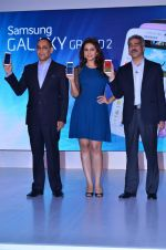 Huma Qureshi Unveils the New Samsung Grand in Palladium, Mumbai on 23rd Dec 2013 (9)_52b97396035d9.JPG