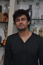 Sonu Nigam is the highest award winning singer in Mumbai on 17th Dec 2013 (6)_52b93467b226c.JPG
