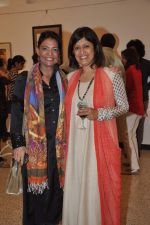 Leena Mogre at Bharti Pitre_s art show in Jehangir, Mumbai on 25th Dec 2013 (32)_52bbd0b9c133b.JPG