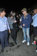 Saif Ali Khan, kareena Kapoor leave for their new years vacation in Mumbai on 25th Dec 2013