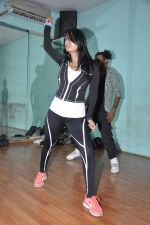 Kashmira Shah rehearse for New Years in Andheri, Mumbai on 27th Dec 2013 (50)_52be49506ad87.JPG