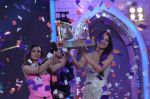 Gauhar Khan, Tanisha Mukherjee at Bigg Boss 7 grand finale on 28th Dec 2013 (162)_52bf97bb51d20.JPG