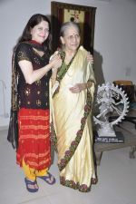 Archana Joglekar, Asha Joglekar at the Launch of Asha Joglekar_s dance academy Archana Nrityalaya in Mumbai on 30th Dec 2013 (32)_52c2643167f27.JPG