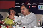 Farooq Shaikh_s last media appearance with Rekha and Asha Bhosle in Dubai on 28th Dec 2013 (4)_52c26dfe9f9a1.jpg