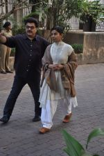 Mita Vashisht at Farooq Shaikh_s prayer meet in Mumbai on 30th Dec 2013 (53)_52c2667f41dcb.JPG