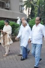 at Farooq Shaikh_s prayer meet in Mumbai on 30th Dec 2013 (6)_52c2661754b67.JPG