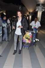 Karishma Tanna snapped at the airport in Mumbai on 5th Jan 2014