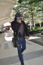 Madhavan snapped at the airport in Mumbai on 5th Jan 2014
