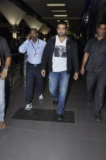 Raj Kundra snapped at the airport in Mumbai on 5th Jan 2014