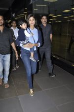 Shilpa Shetty with her Son snapped at the airport in Mumbai on 5th Jan 2014 (8)_52cabae2291e6.JPG