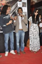 Anil George, Nawazuddin Siddiqui, Niharika Singh at the Promotion of Miss Lovely at Buntara Bhavan College on 7th Jan 2014 (129)_52ce37b5637a6.JPG