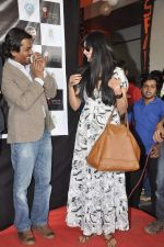 Nawazuddin Siddiqui, Niharika Singh at the Promotion of Miss Lovely at Buntara Bhavan College on 7th Jan 2014 (154)_52ce3861cadd4.JPG