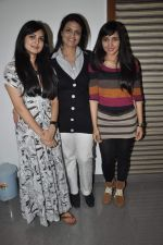Niharika Singh, Zeena Bhatia, Meneka Lalwani at the Promotion of Miss Lovely at Buntara Bhavan College on 7th Jan 2014 (181)_52ce386a6d693.JPG