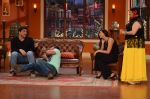 Daisy Shah on the sets of Comedy Nights with Kapil in Filmcity, Mumbai on 9th Jan 2014 (15)_52cfec37d5da9.JPG