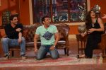 Daisy Shah on the sets of Comedy Nights with Kapil in Filmcity, Mumbai on 9th Jan 2014 (19)_52cfec399f8ab.JPG