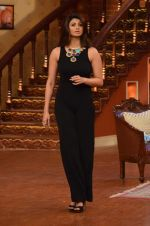 Daisy Shah on the sets of Comedy Nights with Kapil in Filmcity, Mumbai on 9th Jan 2014 (206)_52cfec3f1efb9.JPG