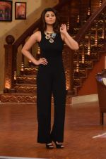 Daisy Shah on the sets of Comedy Nights with Kapil in Filmcity, Mumbai on 9th Jan 2014 (208)_52cfec401f2c8.JPG