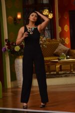 Daisy Shah on the sets of Comedy Nights with Kapil in Filmcity, Mumbai on 9th Jan 2014 (211)_52cfec41133bf.JPG