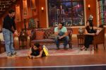 Daisy Shah on the sets of Comedy Nights with Kapil in Filmcity, Mumbai on 9th Jan 2014 (22)_52cfec3b0f90a.JPG