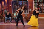 Daisy Shah on the sets of Comedy Nights with Kapil in Filmcity, Mumbai on 9th Jan 2014 (24)_52cfec3be95d3.JPG