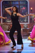 Daisy Shah on the sets of Comedy Nights with Kapil in Filmcity, Mumbai on 9th Jan 2014