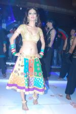Heena Panchal at Saroj Khan choreograph_s song for Babuji Ek Ticket Bambai in Dahisar, Mumbai on 9th Jan 2014 (64)_52cfea7f2b3fc.JPG