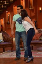 Salman Khan on the sets of Comedy Nights with Kapil in Filmcity, Mumbai on 9th Jan 2014 (131)_52cfeed1ac348.JPG
