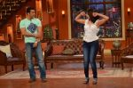 Salman Khan on the sets of Comedy Nights with Kapil in Filmcity, Mumbai on 9th Jan 2014 (133)_52cfeed29a8a8.JPG