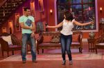 Salman Khan on the sets of Comedy Nights with Kapil in Filmcity, Mumbai on 9th Jan 2014 (134)_52cfeed313cce.JPG