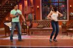 Salman Khan on the sets of Comedy Nights with Kapil in Filmcity, Mumbai on 9th Jan 2014 (139)_52cfeed54533a.JPG