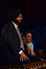 Salman Khan on the sets of Comedy Nights with Kapil in Filmcity, Mumbai on 9th Jan 2014 (158)_52cfeedaaefba.JPG