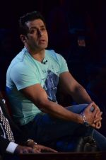 Salman Khan on the sets of Comedy Nights with Kapil in Filmcity, Mumbai on 9th Jan 2014 (169)_52cfeede07c71.JPG