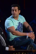 Salman Khan on the sets of Comedy Nights with Kapil in Filmcity, Mumbai on 9th Jan 2014 (170)_52cfeede7dddf.JPG