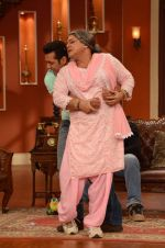 Salman Khan on the sets of Comedy Nights with Kapil in Filmcity, Mumbai on 9th Jan 2014 (221)_52cfeee2d05a0.JPG